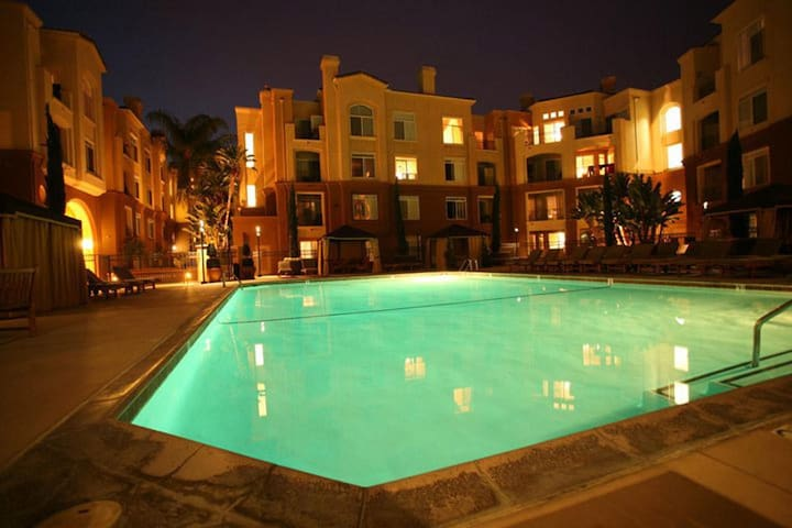 LA JOLLA RESORT STYLE LUXURY CONDO