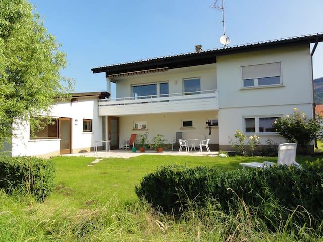 großzügige Ferienwohnung mit Garten - Wolfurt - House
