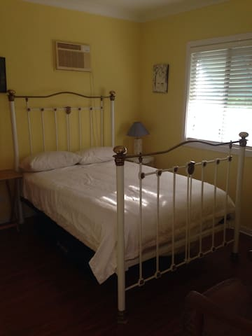 Quiet country stay in an orchard - Alstonville - Srub