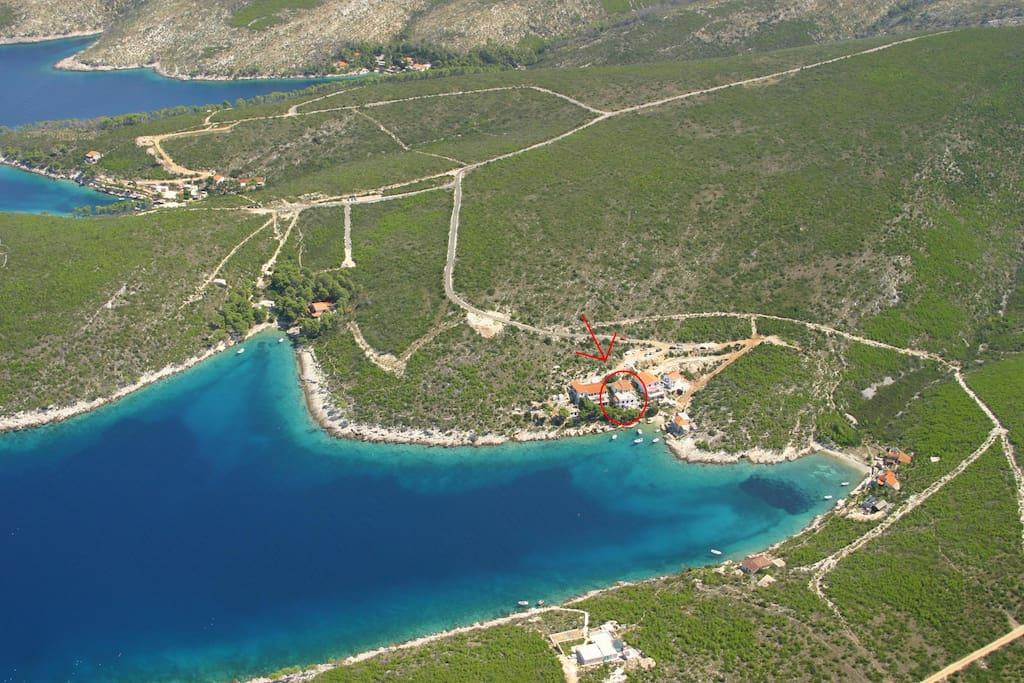 Location of Jagodna bay and Villa Hraste