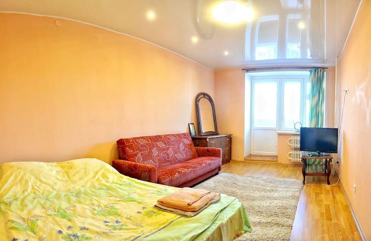 1 комнатная у Танка, центр - Kirov
