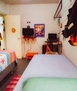 Apartamento, simples e aconchegante. 20 min praia