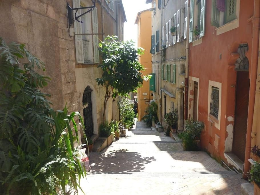 In the heart of the old town, steps from fun, beaches, restaurants and shops