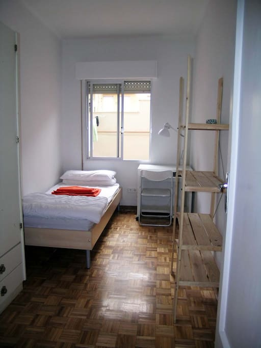 ROOM FREE IN JULY 2015 (free 1st july)