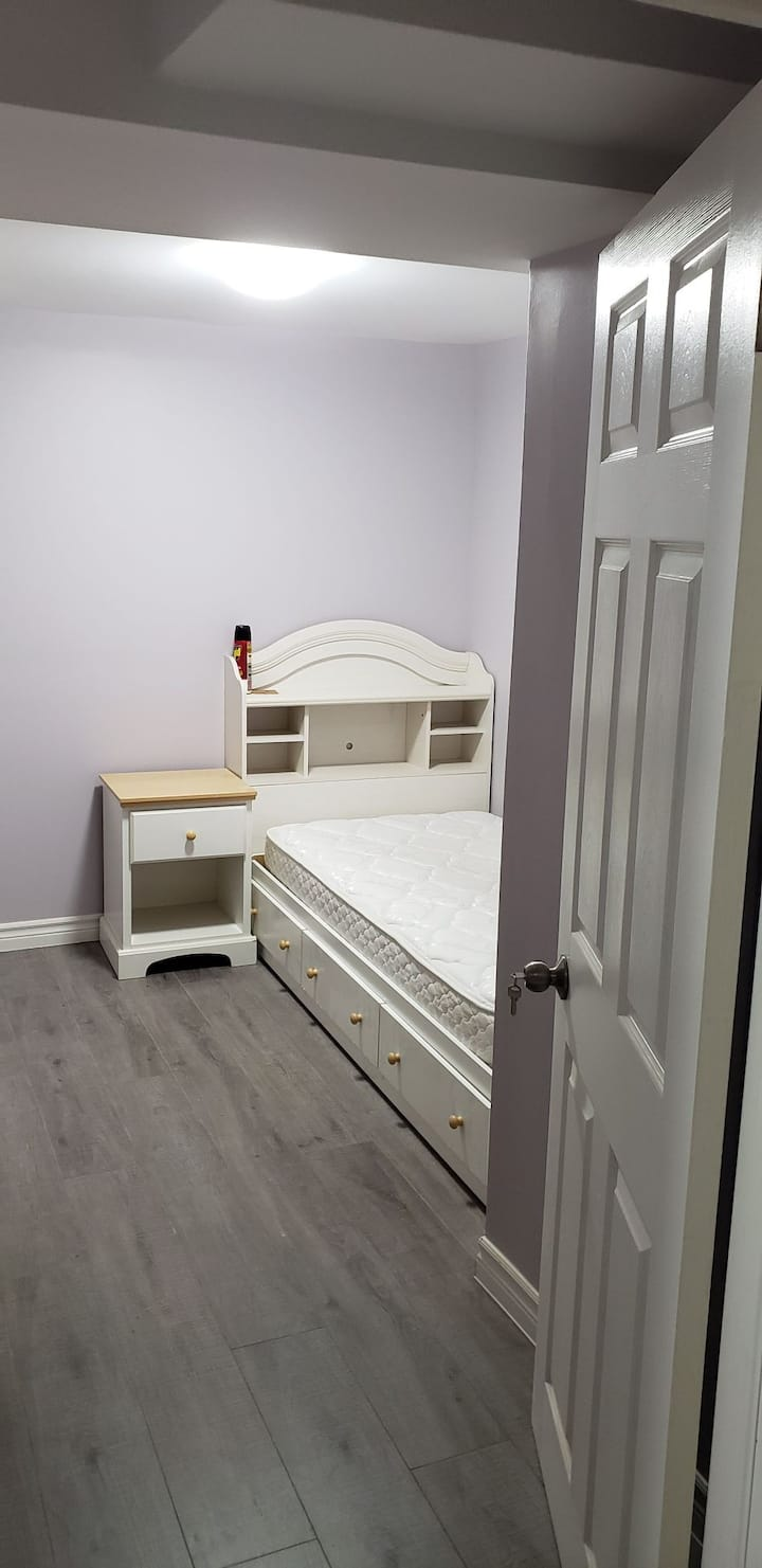 Single room for rent in shared basement