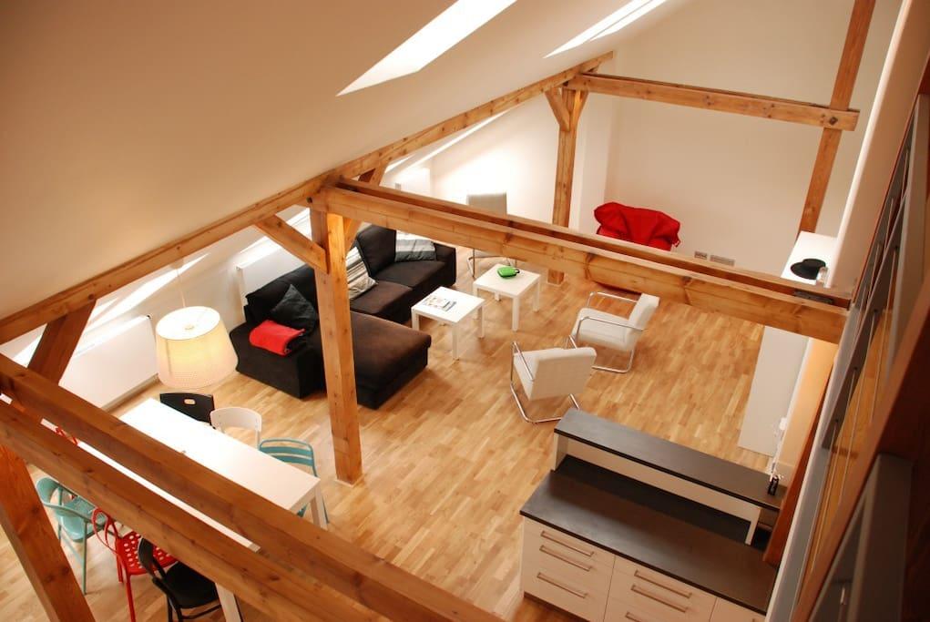 Spacious and quiet apartment, unique design and wooden floor