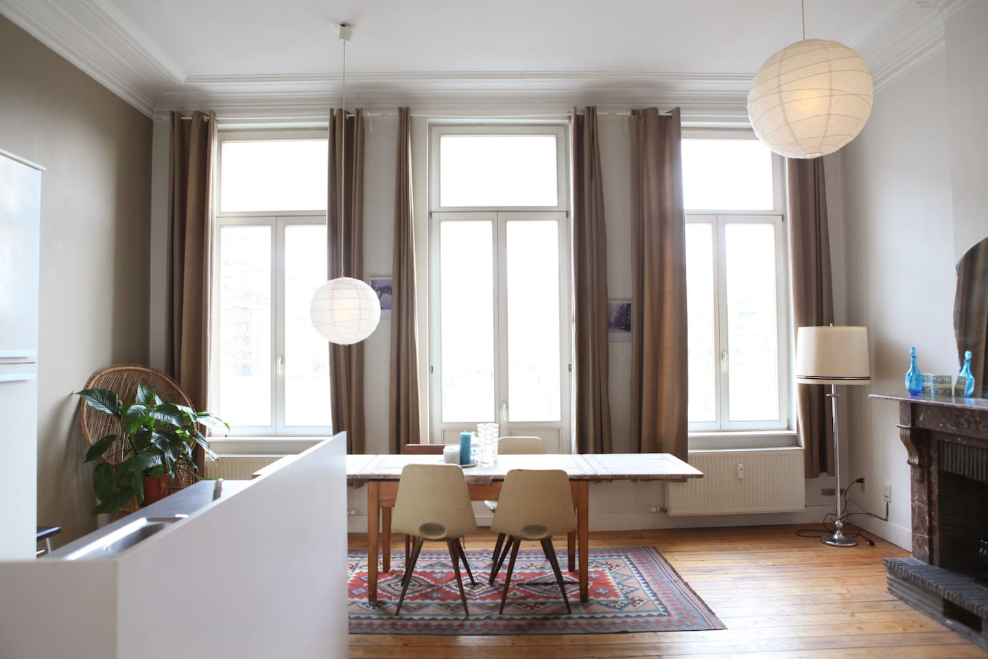 Big windows - a lot of natural light -
