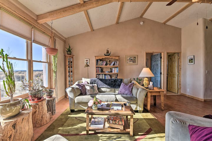 NEW! Charming Desert Hideaway 7.3 Miles from Taos!