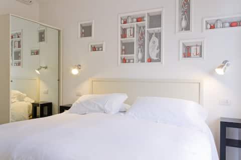 Domus Municipio King Bed Room