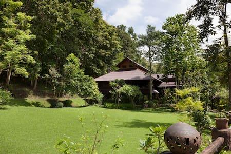 Phing Phu, spacious mountain chalet - Chiang Mai - Lomamökki