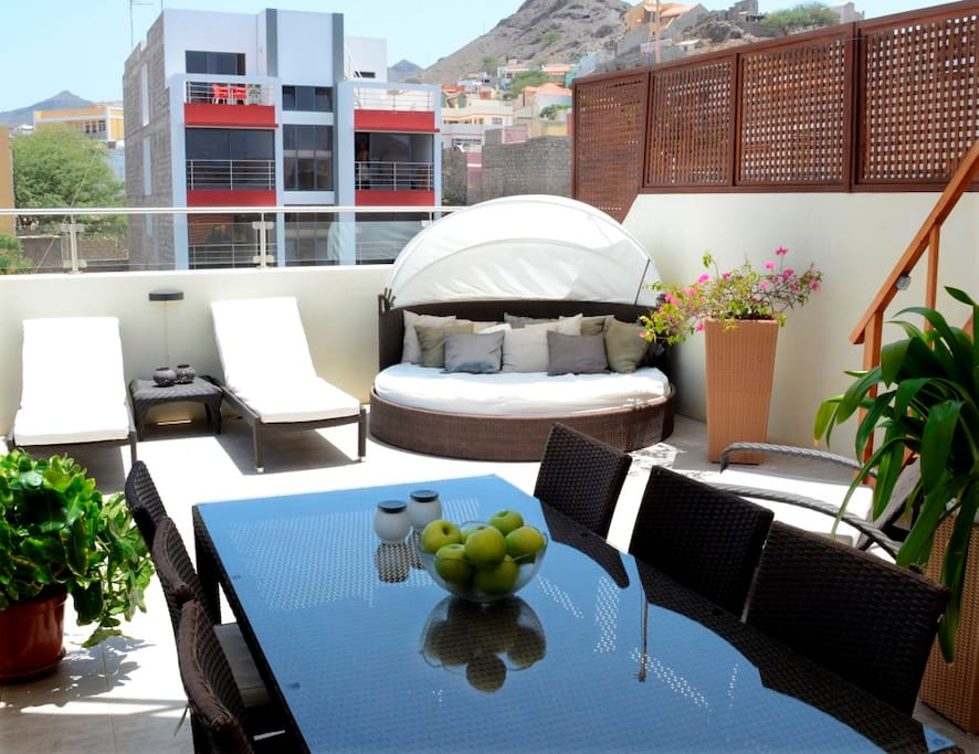Lounge and dining area on the roof-top terrace