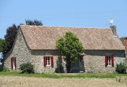 Maison de charme à la campagne court ou long séjou - Villefranche-de-Lonchat - Hus