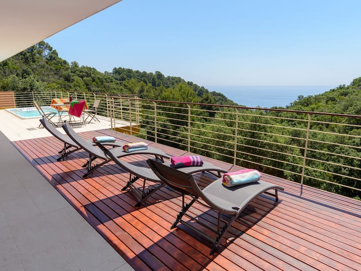 LUXURY VILLA WITH GIANT OUTDOOR JACUZZI AND STUNNING VIEWS ref REMY