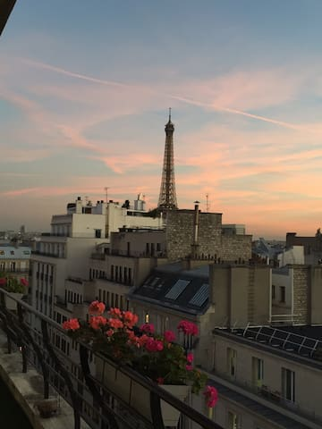 Eiffel & City views central location 1BR w terrace
