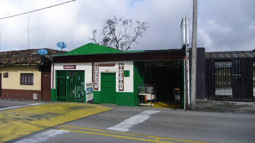 Hostal La Bella, Calarca, Quindio - Habitación 04