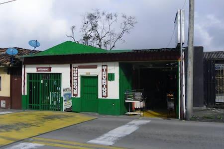 Hostal La Bella, Calarca, Quindio - Habitación 04 - Calarcá