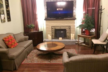Large 2 bed apt near OTR/Clifton - Cincinnati - Apartmen