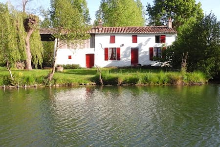 La maison rouge - Coulon - Bed & Breakfast