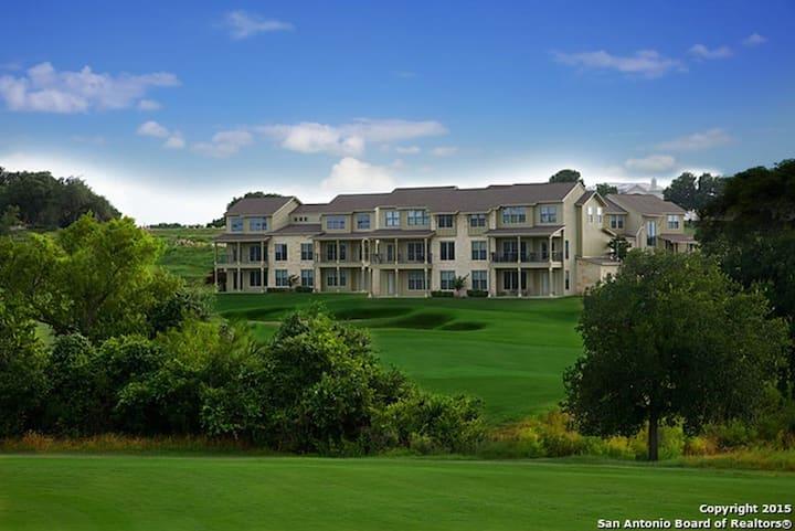 Golf Course Condo - 2/2