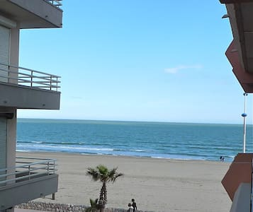 Studio Canet beach side sea view
