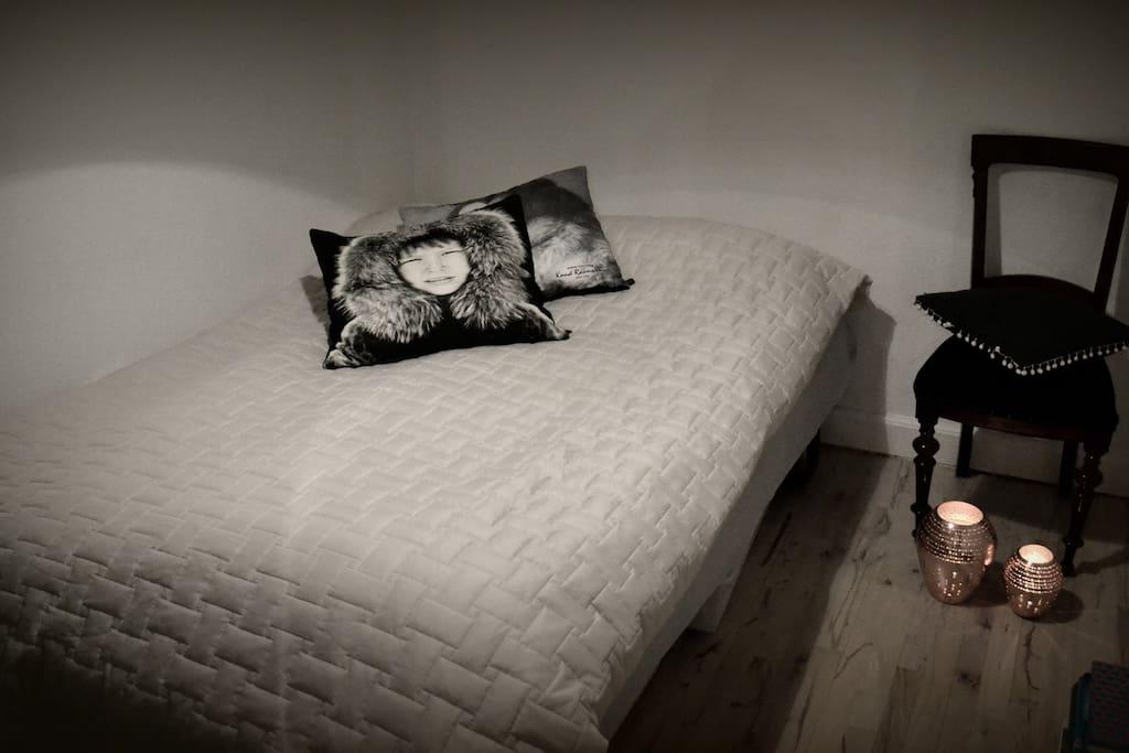 Frist bedroom