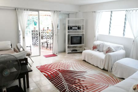 Red Coral Apt, Chi Guest House