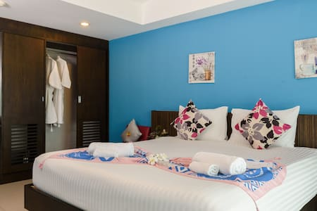 Deluxe Pool view & Sea View (Single Bed)