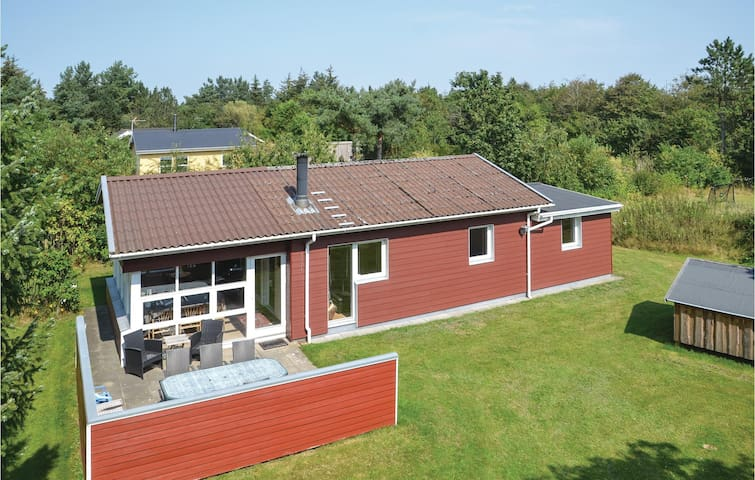 Holiday cottage with 2 bedrooms on 86m² in Oksbøl
