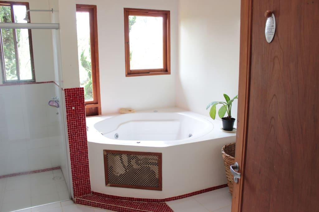 sala de banhos com hidromassagem.