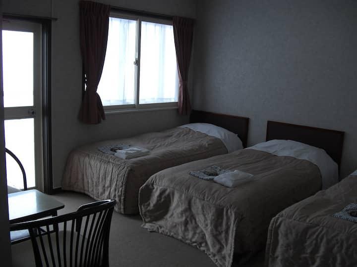 akakura Yours Inn Triple Room with Shared Bathroom