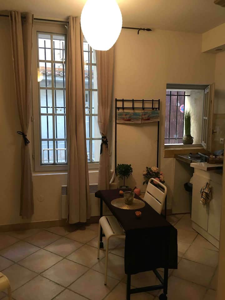 The appartement is in center of Provence
