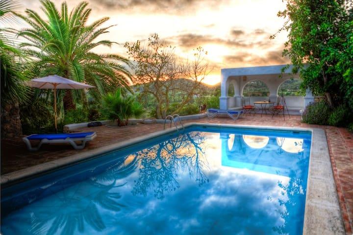 Finca Can Lucas im Herzen von Ibiza - Ibiza - Huis