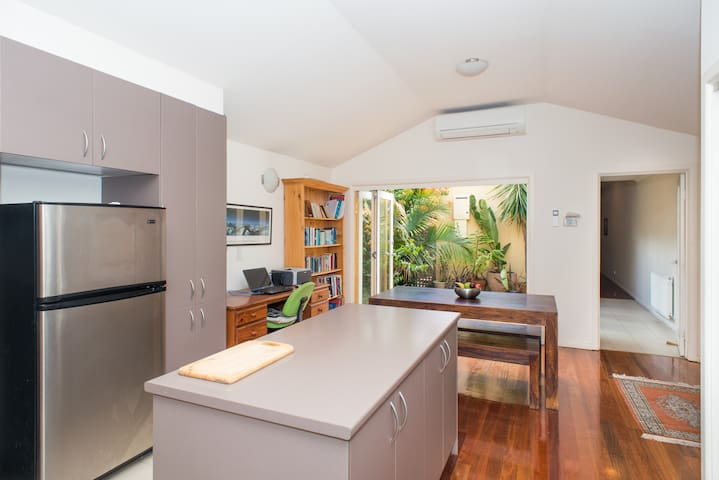 Modern, bright 3BR townhouse  - Brunswick East - Hus