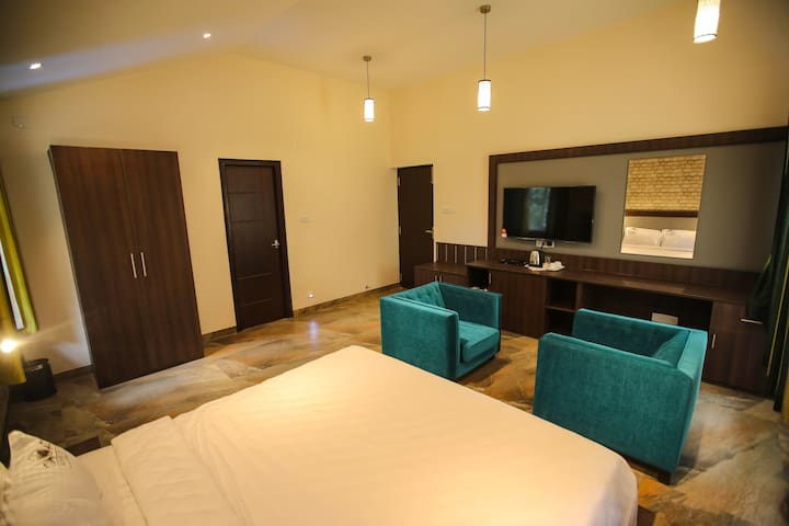 Luxury Room with Balcony | with Campfire & DJ room