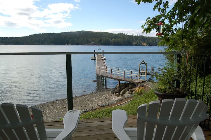 Private Oceanfront Cottage  - Sooke - Stuga