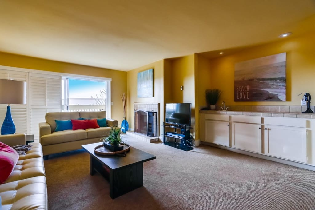 TV with great Cable package & Wet Bar Area in Main living space