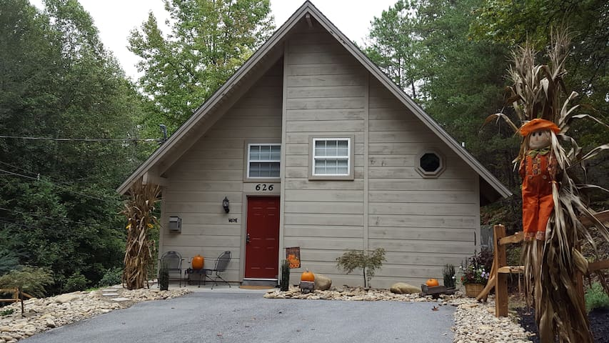 Beary Cozy Cabin minutes from Gatlinburg, GSMNP
