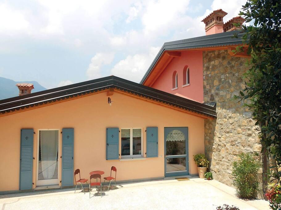 Borgo alla sorgente vicino al lago di garda case nuove for Lago di garda case
