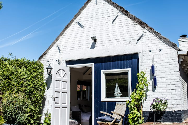 Gorgeous, cosy Boathouse at the Amsterdam Lakes!