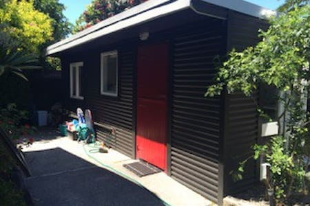 Self contained sleep-out - Papamoa - Haus