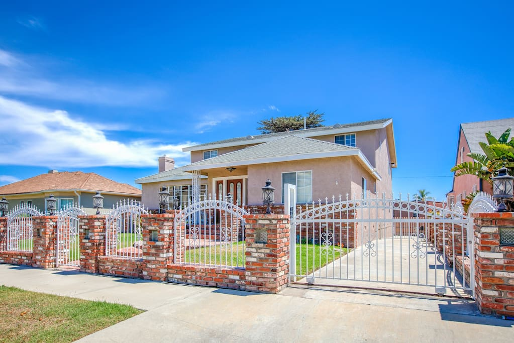 Welcome to LA! This spacious home is professionally managed by TurnKey Vacation Rentals.