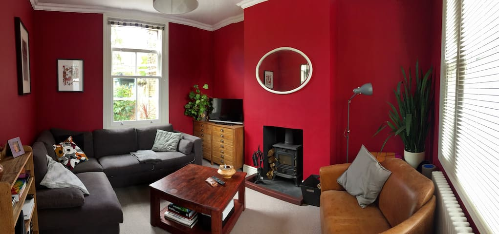 Spacious colourful 2 bed house in South Woodford