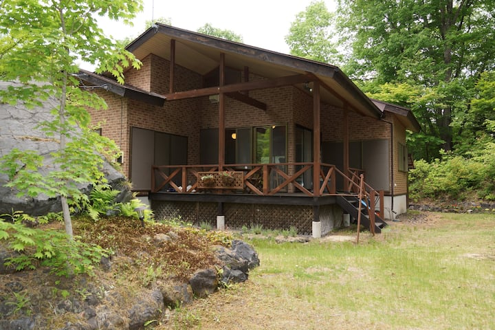 森の中の一軒家 コロナ疲れを癒してみては如何でしょうか