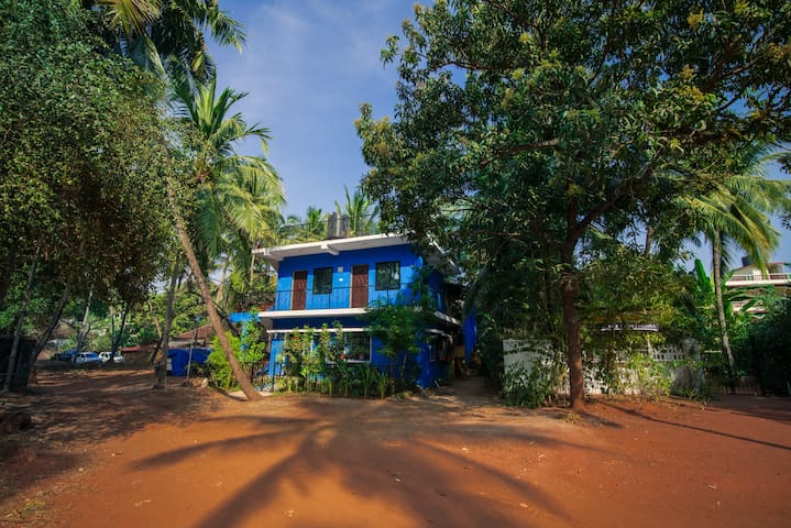 The Blue House - in Nature's Abode - Candolim - Casa