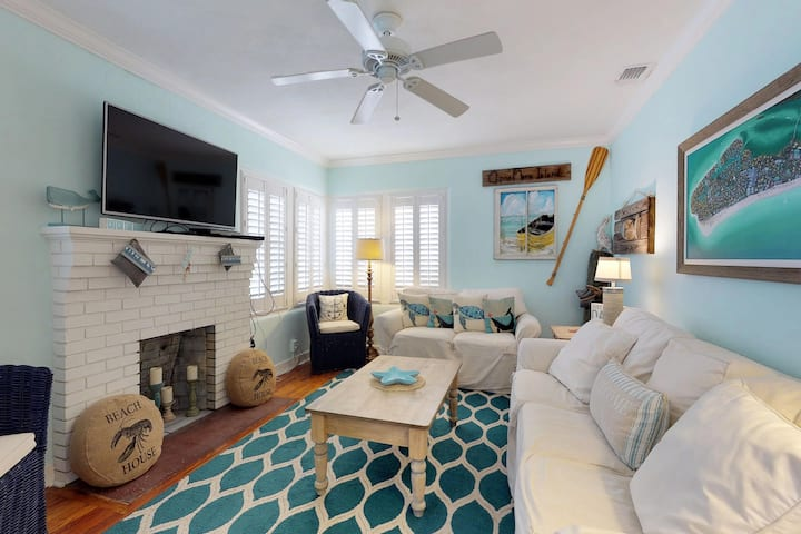 Adorable, vintage cottage w/ private, heated pool & sundeck - walk to the beach!