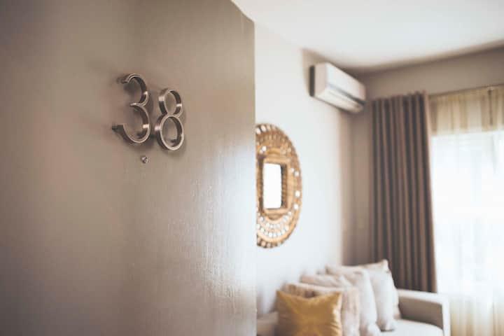 One Bedroom Suite - Hotel Beverly Terrace