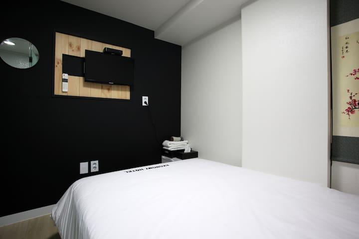 [Myeong-dong]Ekonomy Hotel Premier Double#3
