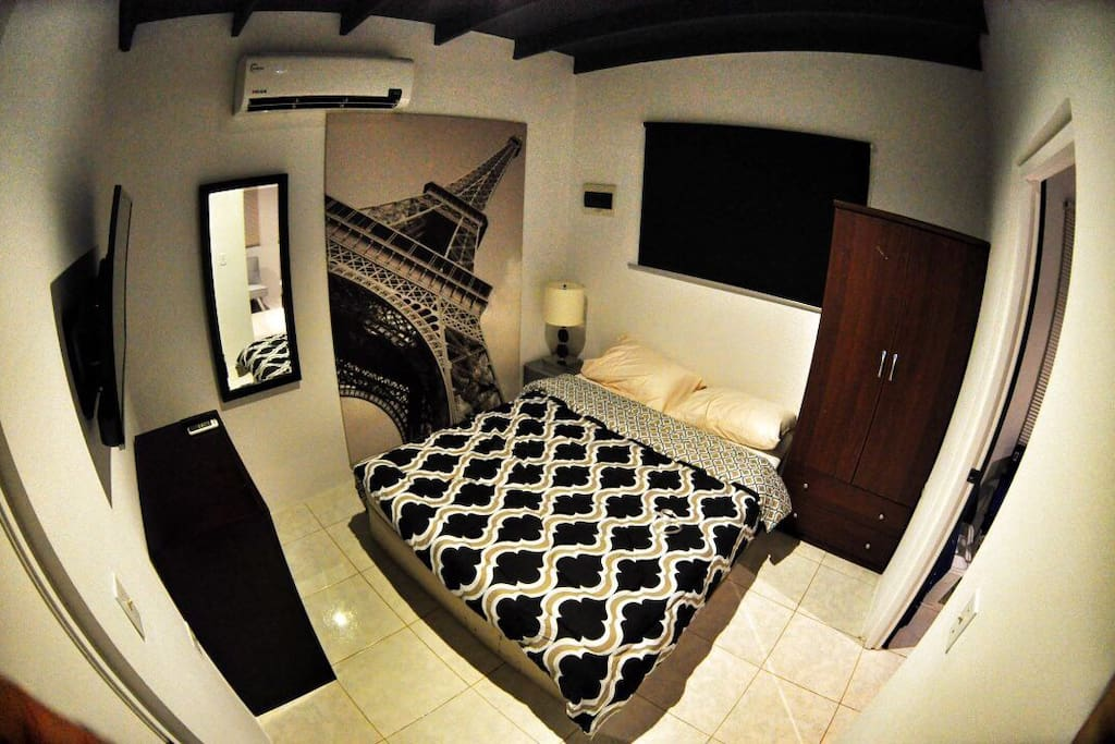 Master seperate bedroom with Flatscreen TV and all cable USA channels / smart TV .