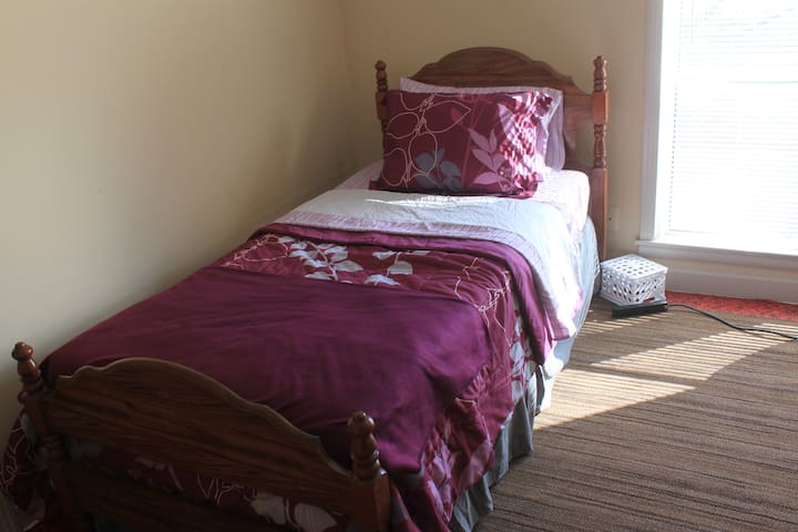 Comfy private twinbed near Downtown