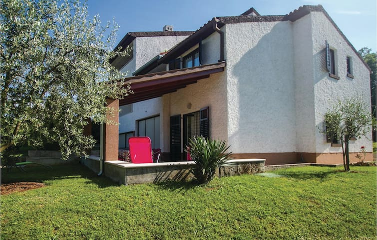Semi-Detached with 2 bedrooms on 75m² in Rakalj